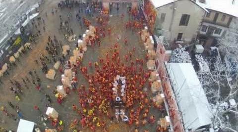 Видео апельсинового боя аэросъемка турин Италия