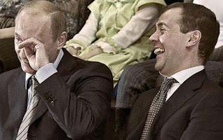 Κλαίνε από τα γέλια στη Ρωσία με την παπαριά που πέταξε ο Ντουβαρούτογλου