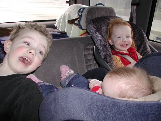 kids in car seat tight jammed
