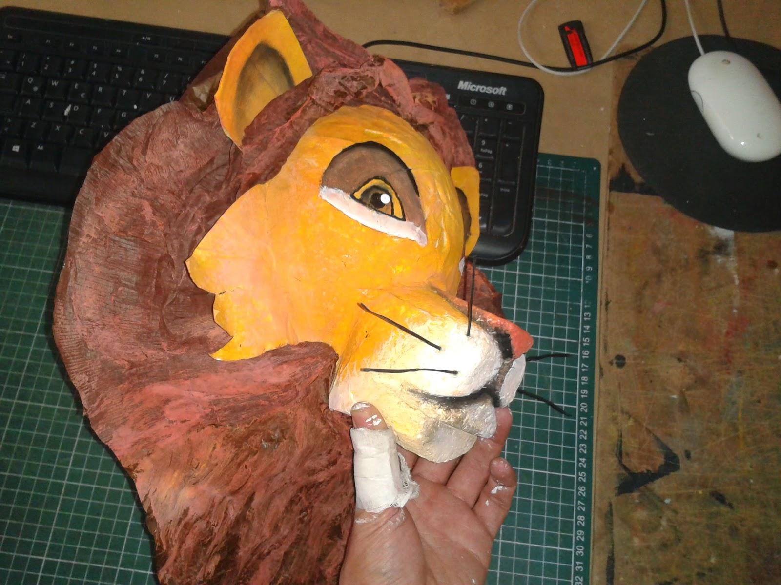 mascara de leon