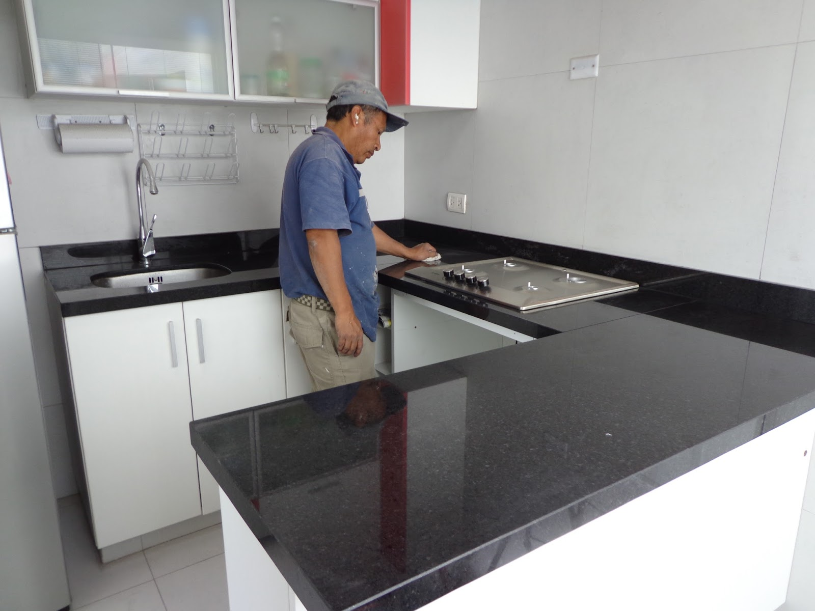 Cocinas vitroceramicas empotradas granito marmol lima for Barras de granito para cocina
