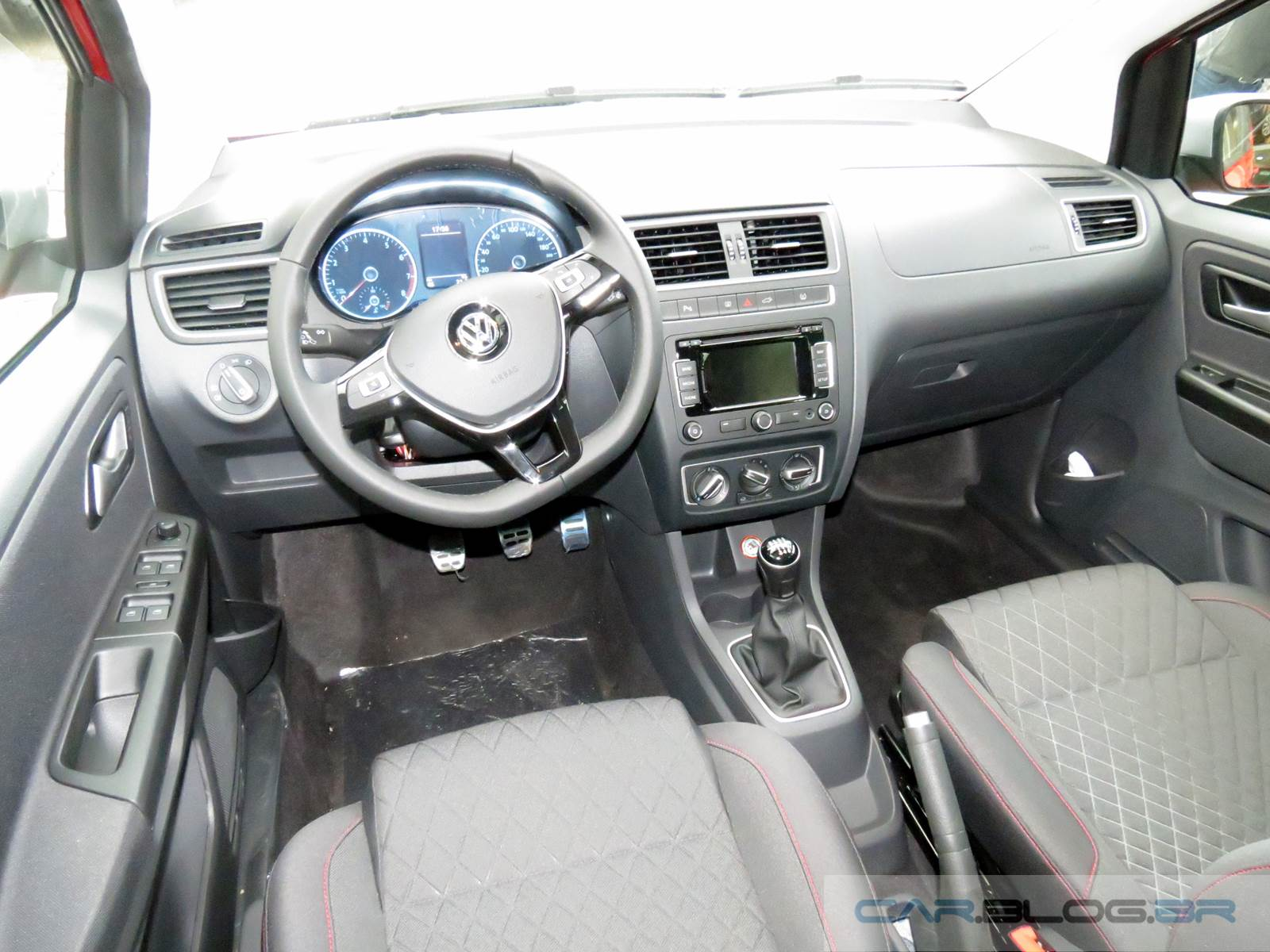 Novo VW CrossFox 2015 - interior