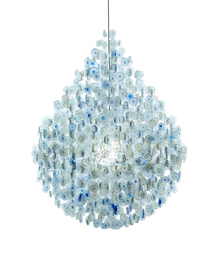 lampadari di plastica : ... finire un fantastico lampadario con fondi di bottiglia di plastica