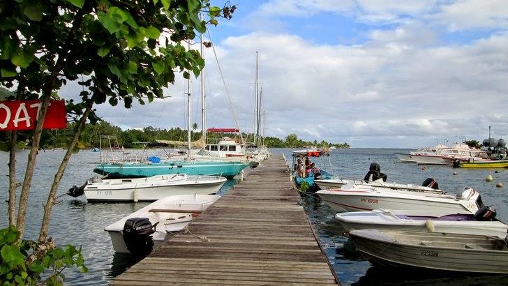 Jetée et bateaux à la Marina