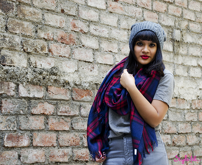 The Style File lookbook by Dayle Pereira on the blog Style File is paired with red lips by Lóreal Inflallible Collection Star in Pure Scarleto and navy blue nails by OPI in Ink and straight bangs with a long bob or lob hairstyle for the seasons winter wear