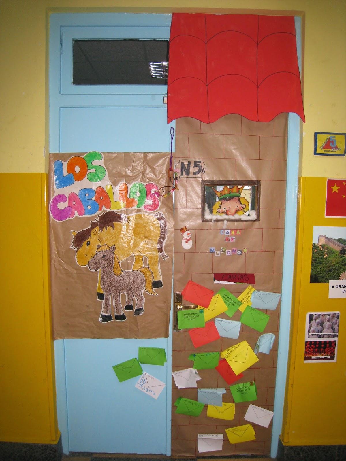 Manualidades del colegio el salvador puertas navide as 2 for Puertas decoradas enero