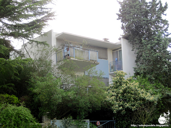 Saint Maur des Fossés - Maison Crétin-Maitenaz - Parc de Champignol, La Varenne Saint Hilaire.  Architectes: Claude Parent, Claude Choque  Ingénieur: Pierre Lhomme  Construction: 1958-1959