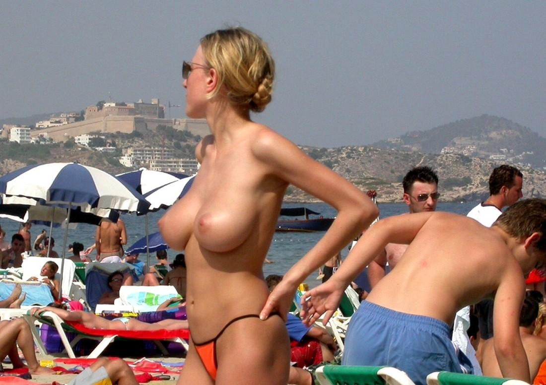 Телки летом загорают голые 3 фотография