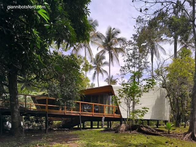 Pabellón del par que forman la casa Tropical de Costa Rica