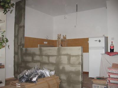 Megoldás a szerkezetre épített gipszkarton lehet.