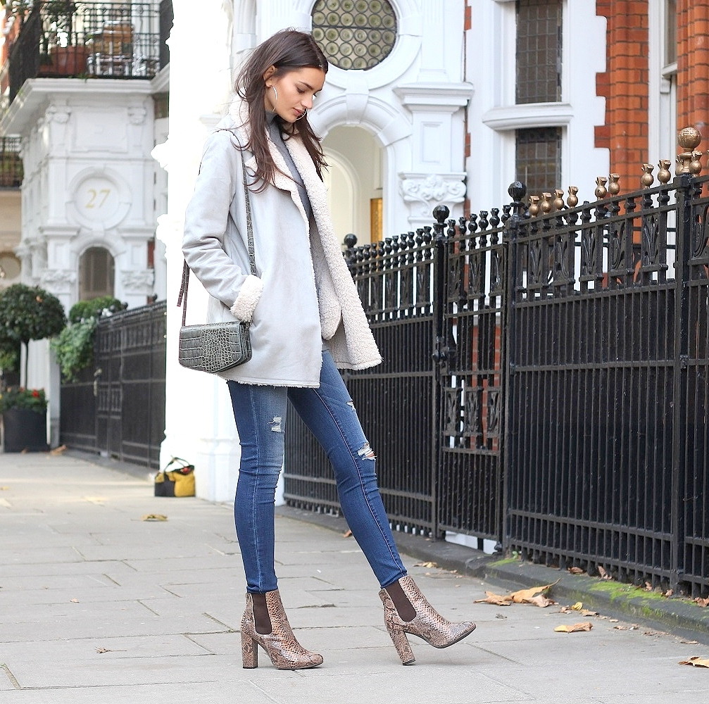 peexo fashion blogger wearing shearling