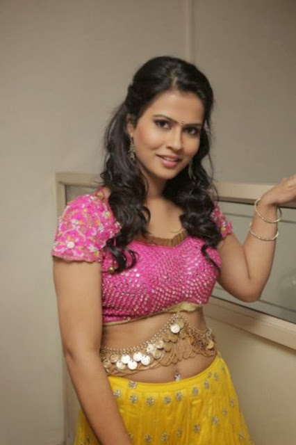 Actress Sharmila Mandre Navel Show Photos