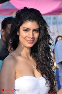 Tenae Desai Pictures in White Dress at 5th Edition Of Lavasa Womens Drive Event 0001