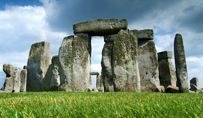 Mesolithic artefacts found at Stonehenge