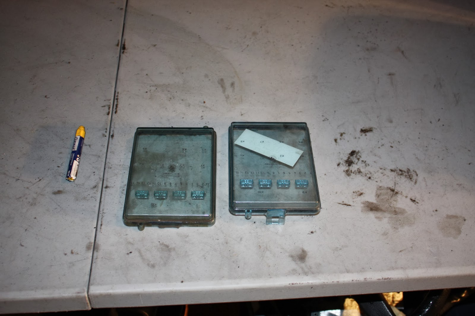 E30 Fuse Box Lid : Krevcon bmw parts e fuse box cover