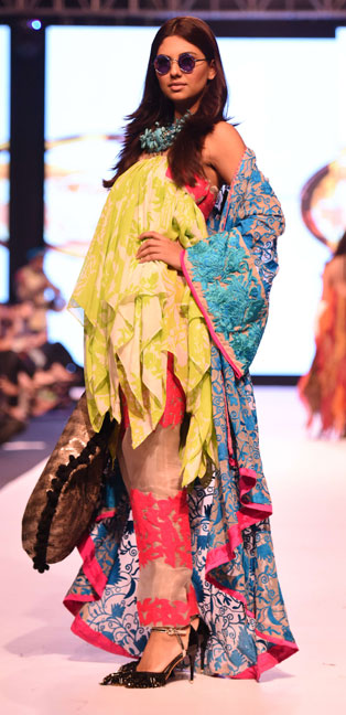Sana Safinaz, Ather Hafeez, FPWAW14, Winter fashion, Print on print, Print clash trend, Pakistan Fashion, pret, resort collection, Decorative motifs, Eclectic fashion, kitsch fashion, Embroidery, Bohemian fashion, Rich, Fashion Pakistan, Fashion Blog, red alice rao, redalicerao