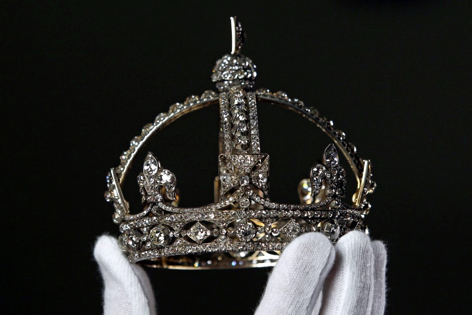 The crown is really diminutive just a few inches in diameter