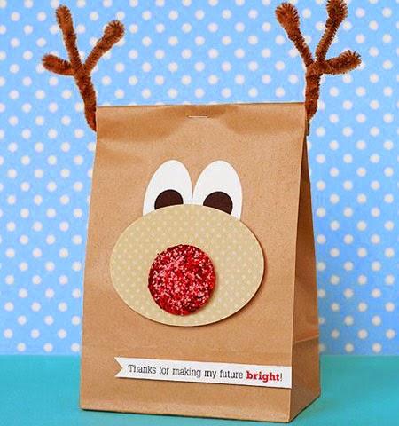 Опаковка на коледни подаръци за малки деца като елена Рудолф