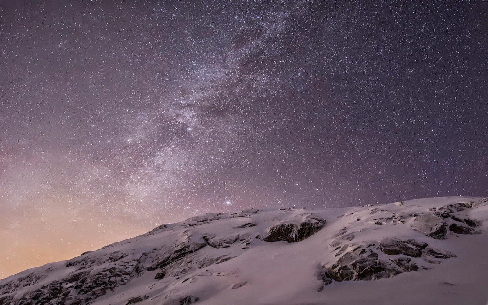Papel de Parede Natureza Montanhas e Galáxia
