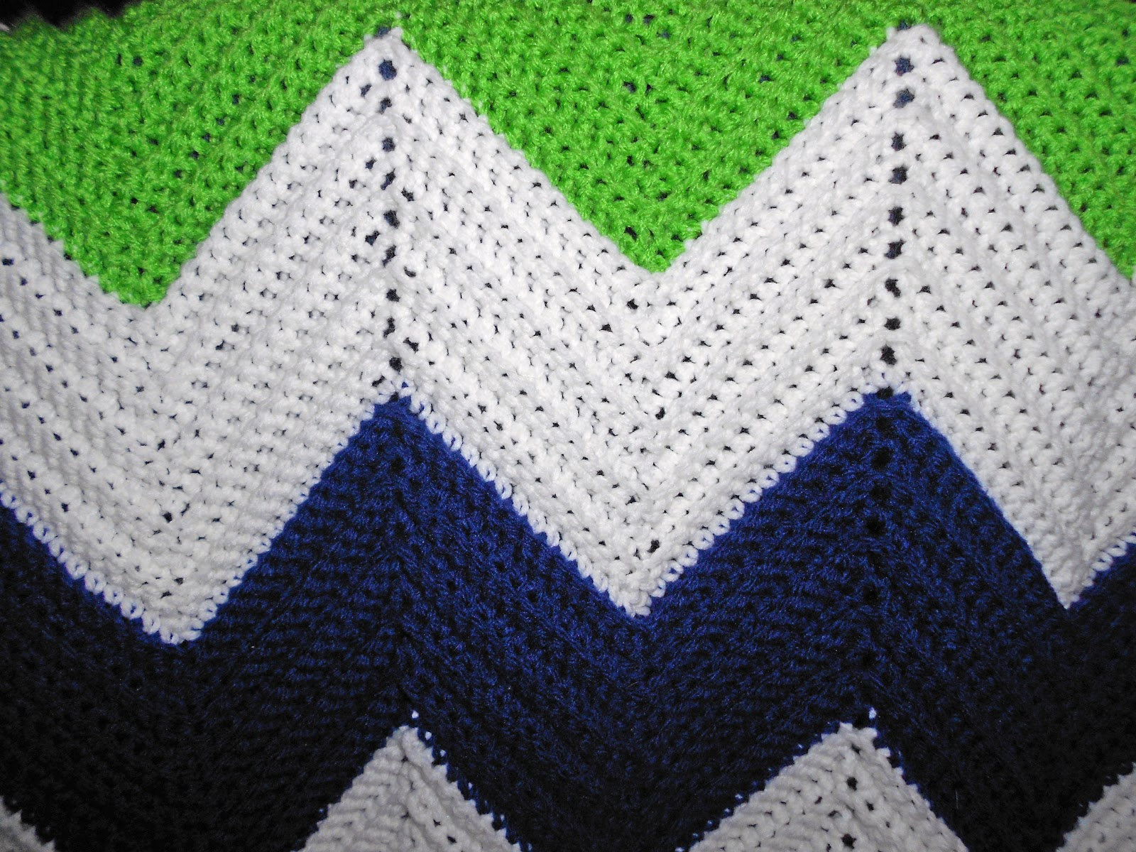 a notion to sew: Crochet Chevron Blanket