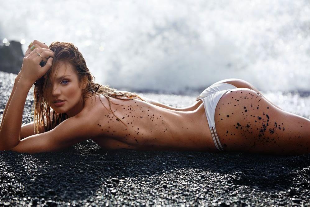 Playa, sol, arena y mujeres sexys. Bikinis en el mar, calor y bronceados. Chicas guapas 1x2.