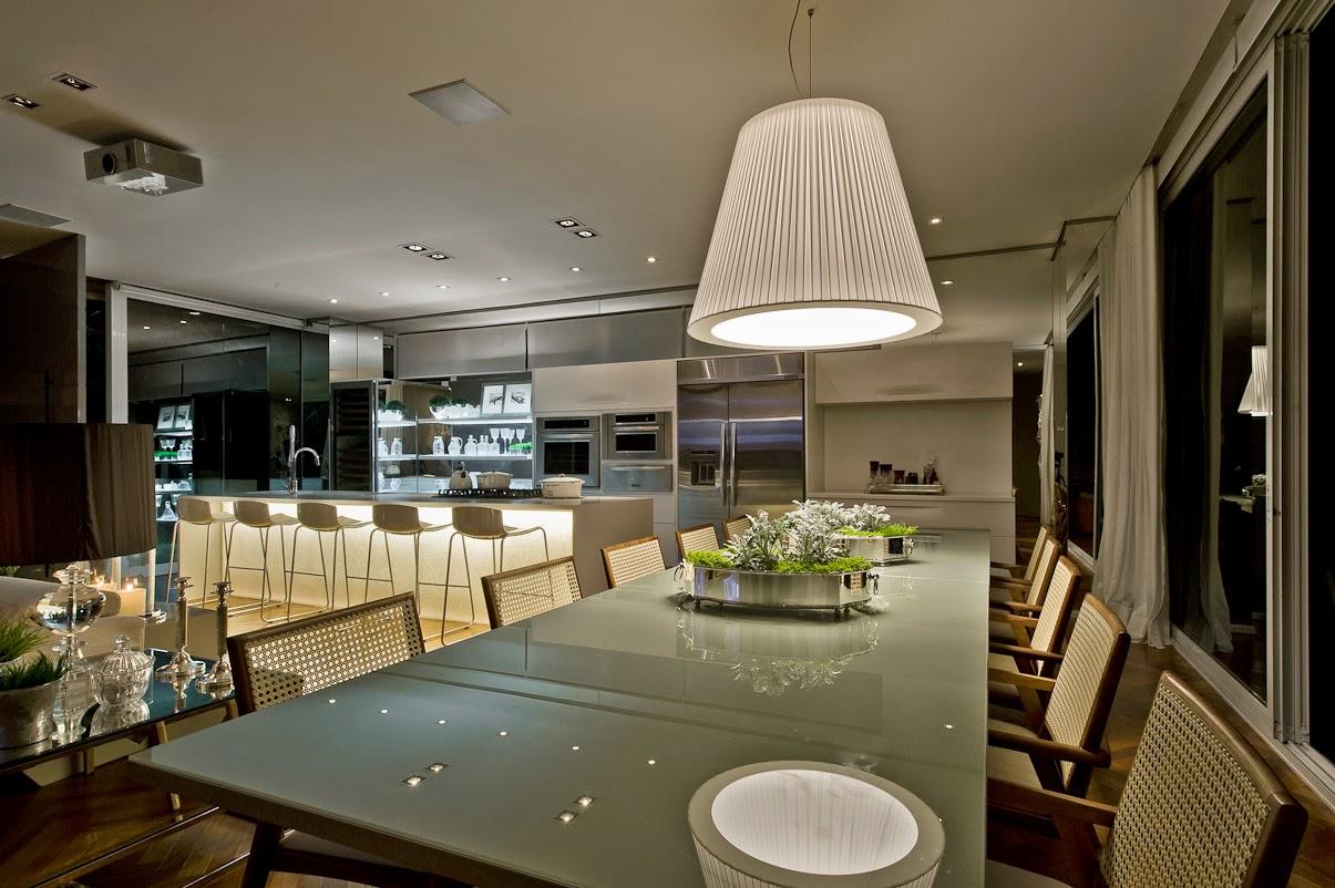 Cozinha e salas estar/jantar integradas com decoração neutra e  #937338 1205 802