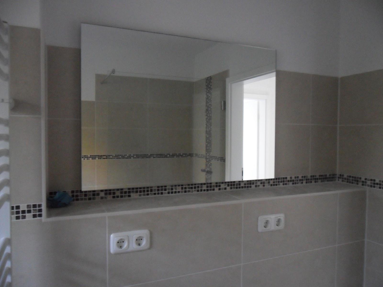 auf der suche nach einem kosmetikspiegel mit beleuchtung. Black Bedroom Furniture Sets. Home Design Ideas