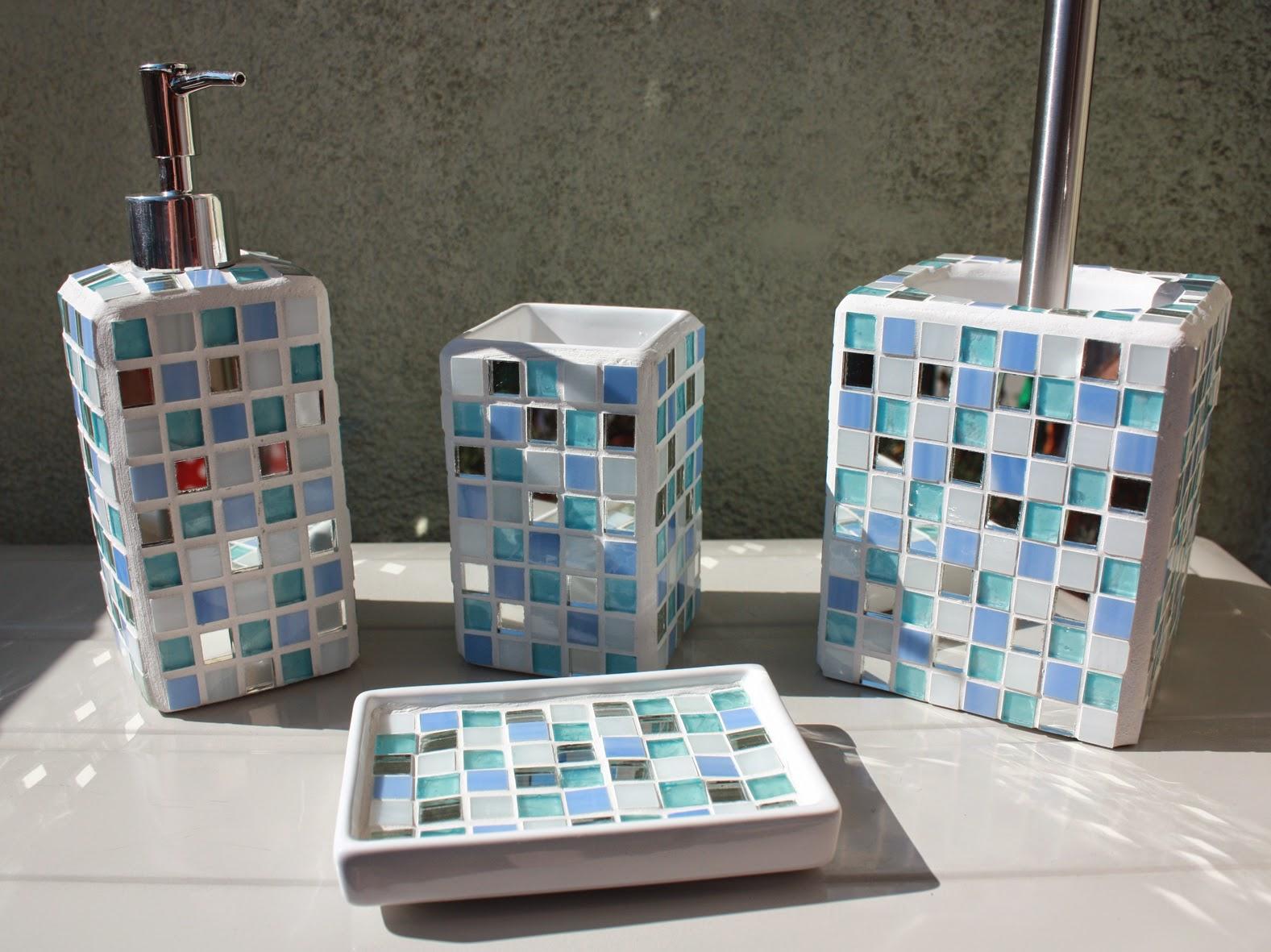 Un pezzo alla volta: Due set da bagno personalizzati...in azzurro ...