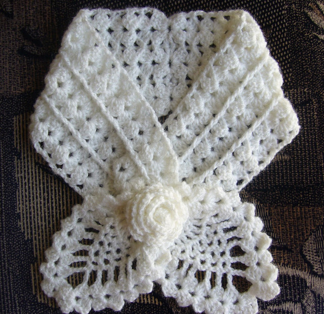 Crochet Patterns Neck Scarves : Crochetkari: Crochet Pineapple Neck warmer
