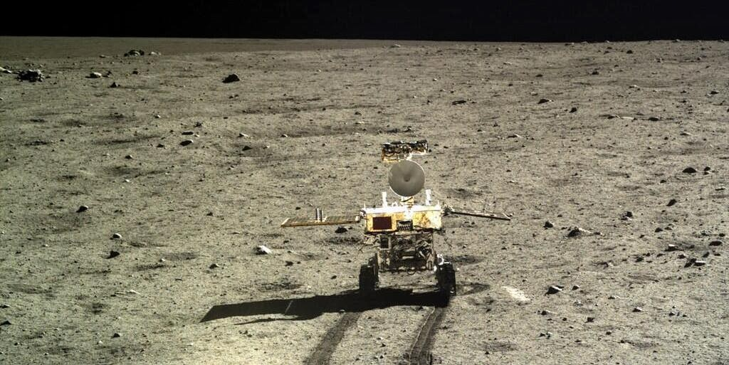Yutu rover on the moon. Credit: xinhua.net