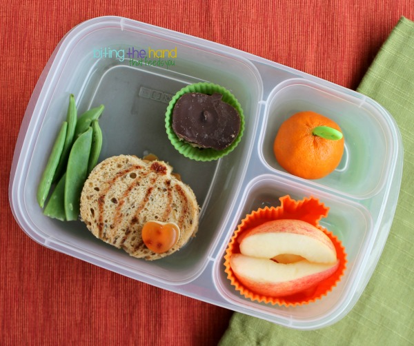 Simple harvest pumpkin school lunch for Kindergarten