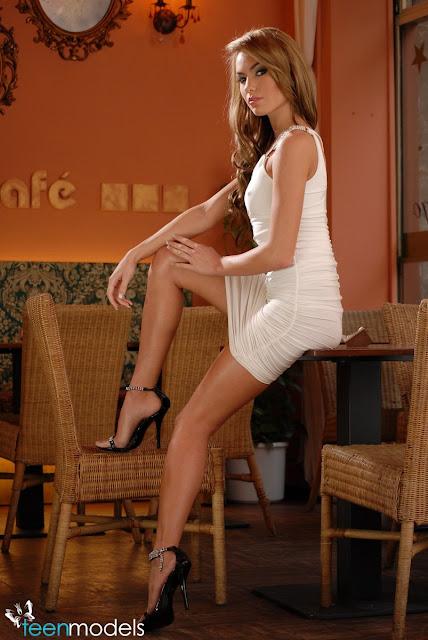 http://4.bp.blogspot.com/-09MFSUpDbcI/TpR5095tdkI/AAAAAAAAA2w/SqhVGIwwQTs/s640/Veronika-Fasterova-2.jpg