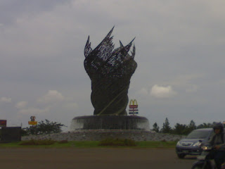 Patung Yang Sekarang Taman Kota Harapan Indah Bekasi
