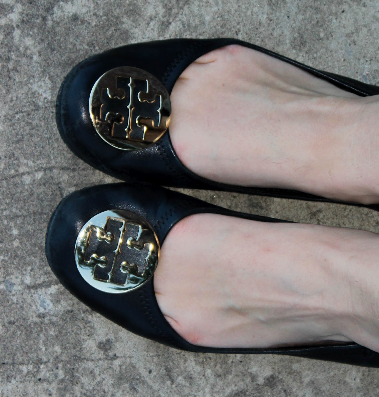I just realized my Tory Burch flats have not made their debut yet on this  blog. So welcome little shoes that hurt my feet like crazy the first three  weeks.