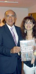 """Marcelo Rivarola entregandome el libro  Los Elegidos del Arte Argentino""""2012 donde participe"""