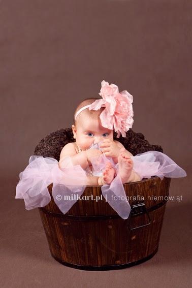 sesja foto niemowlaczka, zdjęcia rodzinne, sesje fotograficzne dzieci, studio fotografii noworodkowej