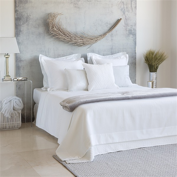 Sue os en blanco dreams in white for Decoracion de camas zara home