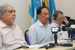 Selangor tidak akan menyertai Kerajaan Pusat pada Pilihan Raya Umum ke-13 (PRU 13) nanti, Datuk Seri Anwar Ibrahim.