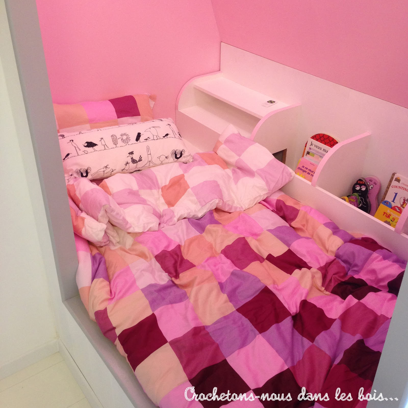 une maison lit pour charlie crochetons nous dans les bois. Black Bedroom Furniture Sets. Home Design Ideas