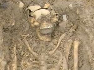 Dunia  Arkeolog Temukan Kerangka Aneh Zombie