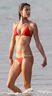 Alessandra Ambrosio in bikini having fun in Hawaii beach Pic4