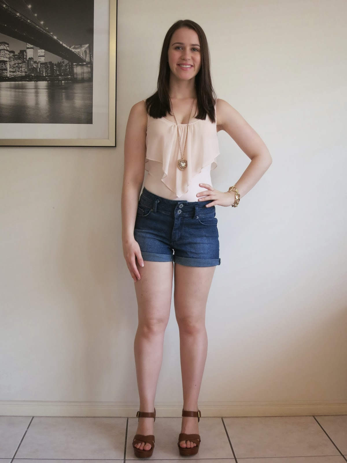 petite outfit, everyday outfit, university outfit, college outfit, denim high waisted shorts, tan accessories, gold jewellery