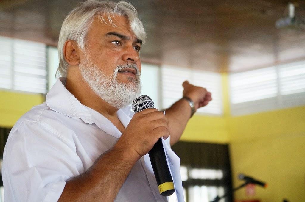 O professor Paulo Padilha propôs desafios às equipes diretivas municipais durante sua palestra