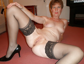 pantyhose granny showing pussy
