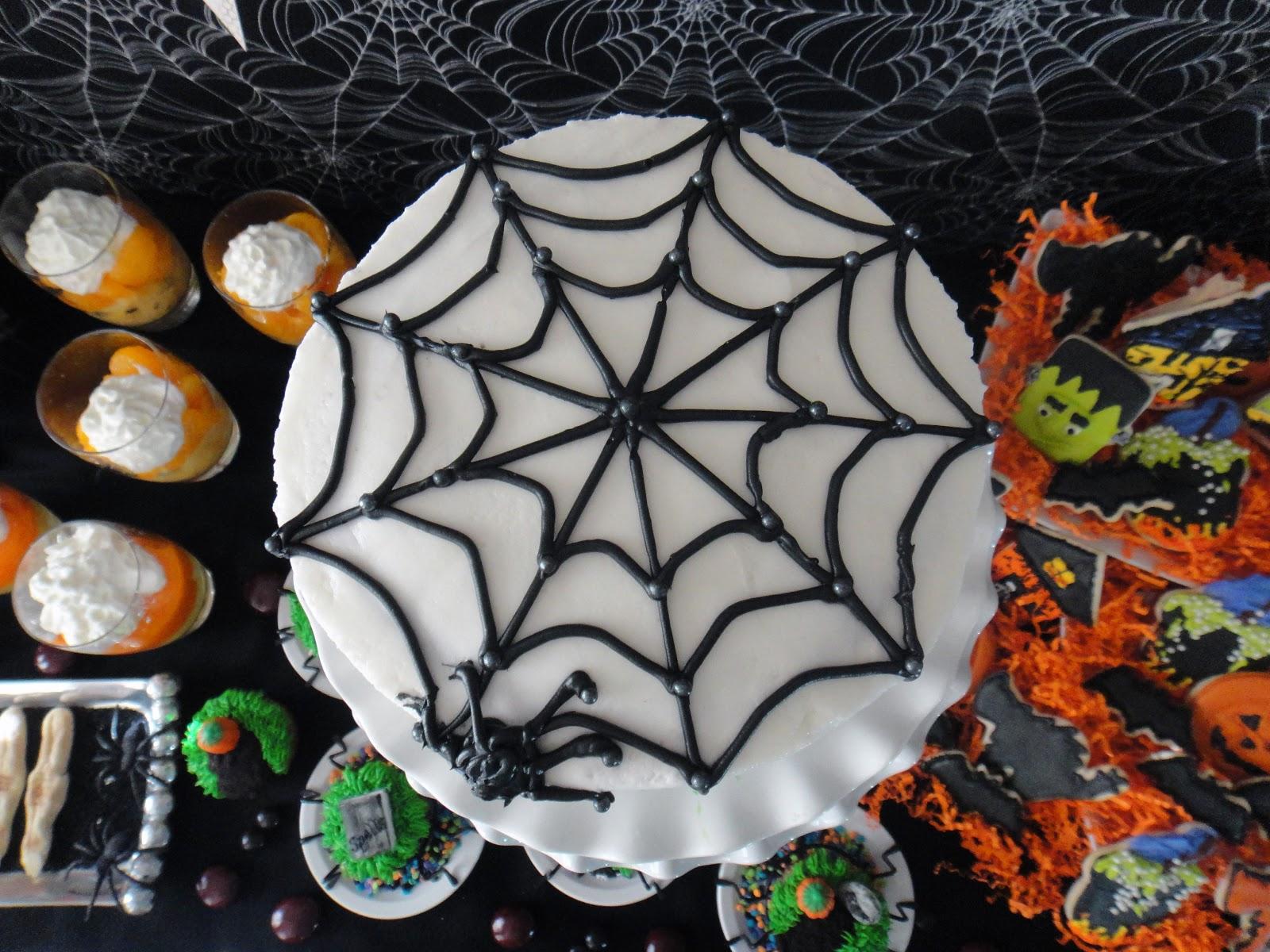 Halloween Spider Cake Decoration : Worth Pinning: Happy Haunting Halloween Party