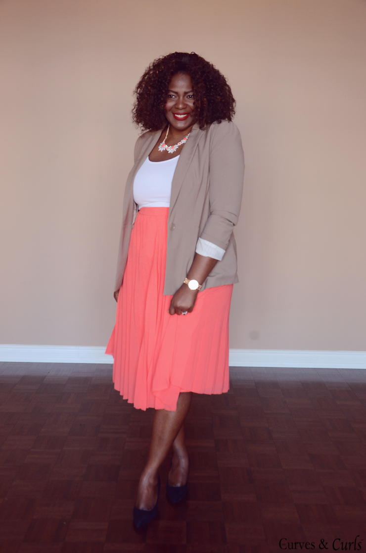 Coral outfit, curvy fashion ,how to wear