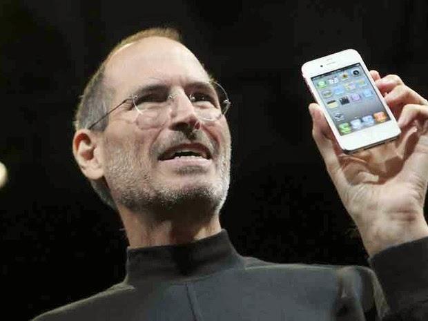 Apple deixa de vender iPhone 4, mas há aparelho estocado para reposição