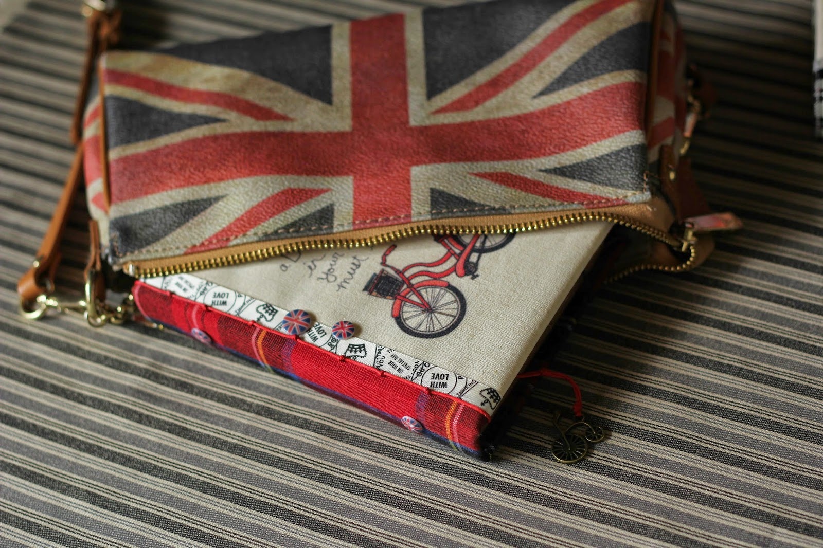 Блокнот с нуля, красный велосипед, британский флаг, Англия, состаренный блокнот