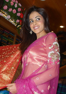Genelia Sizzles at South India Mall Launch