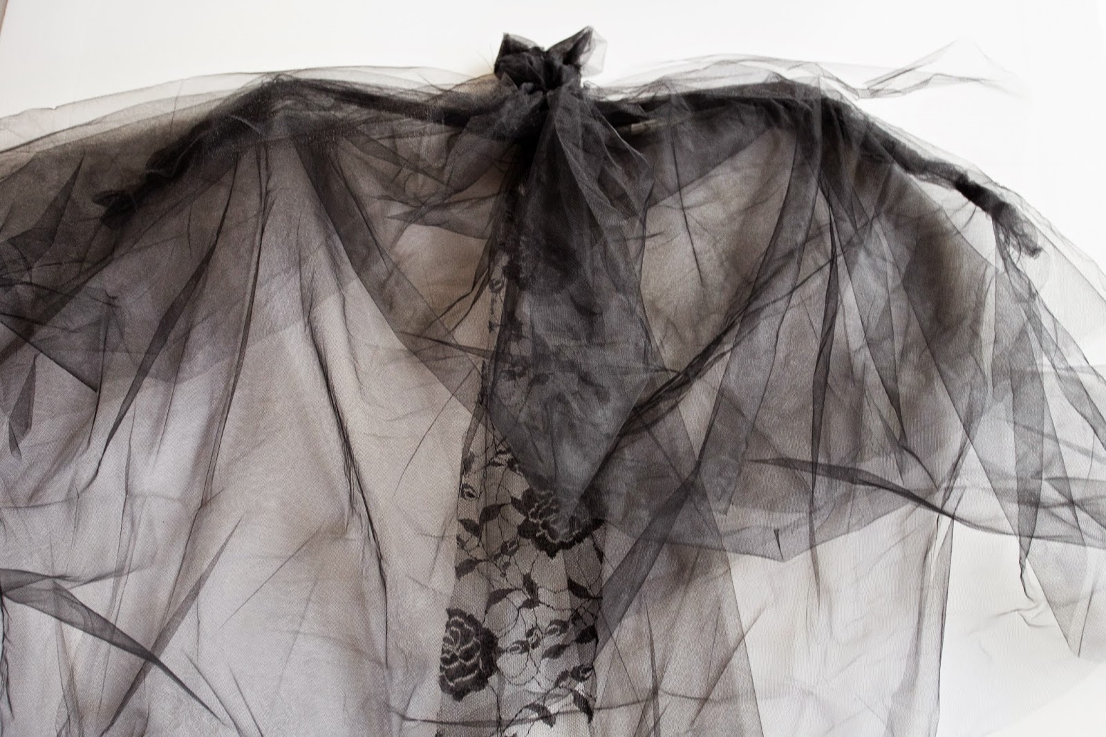 do it yourself divas: DIY: Tulle Bat How To Wire A Bat Yourself on wire hat, wire dream catcher, wire bee, wire bit, wire frog, wire octopus, wire lizard,